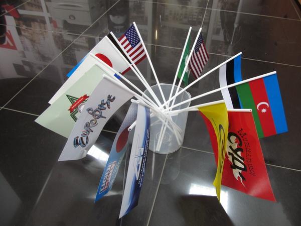 изготовление бумажных флажков на палочке: